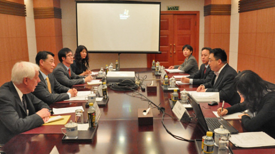 Photo of Ambassador Oh Joon, Chair of the 1540 Committee in meeting with Ambassador Wang Qun, Director General of Arms Control, MFA and officials from MOFCOM and GAC, Beijing on 23 October during the Committee's visit to China.