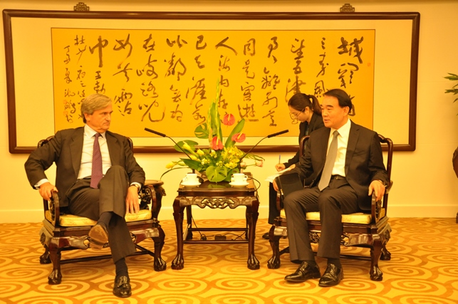 The Chair of the 1540 Committee, Ambassador Román Oyarzun Marchesi held a bilateral meeting with Mr. LI Baodong, Deputy Foreign Minister of China in Beijing on 6 September 2015, before he opened the Training for the 1540 Points of Contact in the Asia and Pacific Region on 7 September 2015 in Qingdao, China.