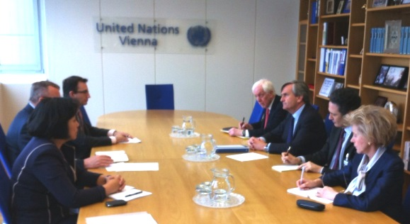 Ambassador Román Oyarzun Marchesi (centre right), Chair of the 1540 Committee at a meeting with the Executive Director of UNODC, Mr. Yuri Fedotov in Vienna on 20 May 2015.
