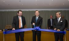 Secretary-General Ban Ki-moon and Under-Secretary-General Yukio Takasu with the Chairman of the ACABQ Carlos G. Ruiz-Massieu at a ribbon-cutting ceremony to  re-open Conference Room 10 (15 May 2013)