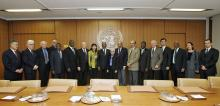 Secretary-General Kofi Annan (centre) meets the Chairman of the ACABQ, Susan McLurg, and other members of the Committee, at UN Headquarters in New York ©UN PHOTO