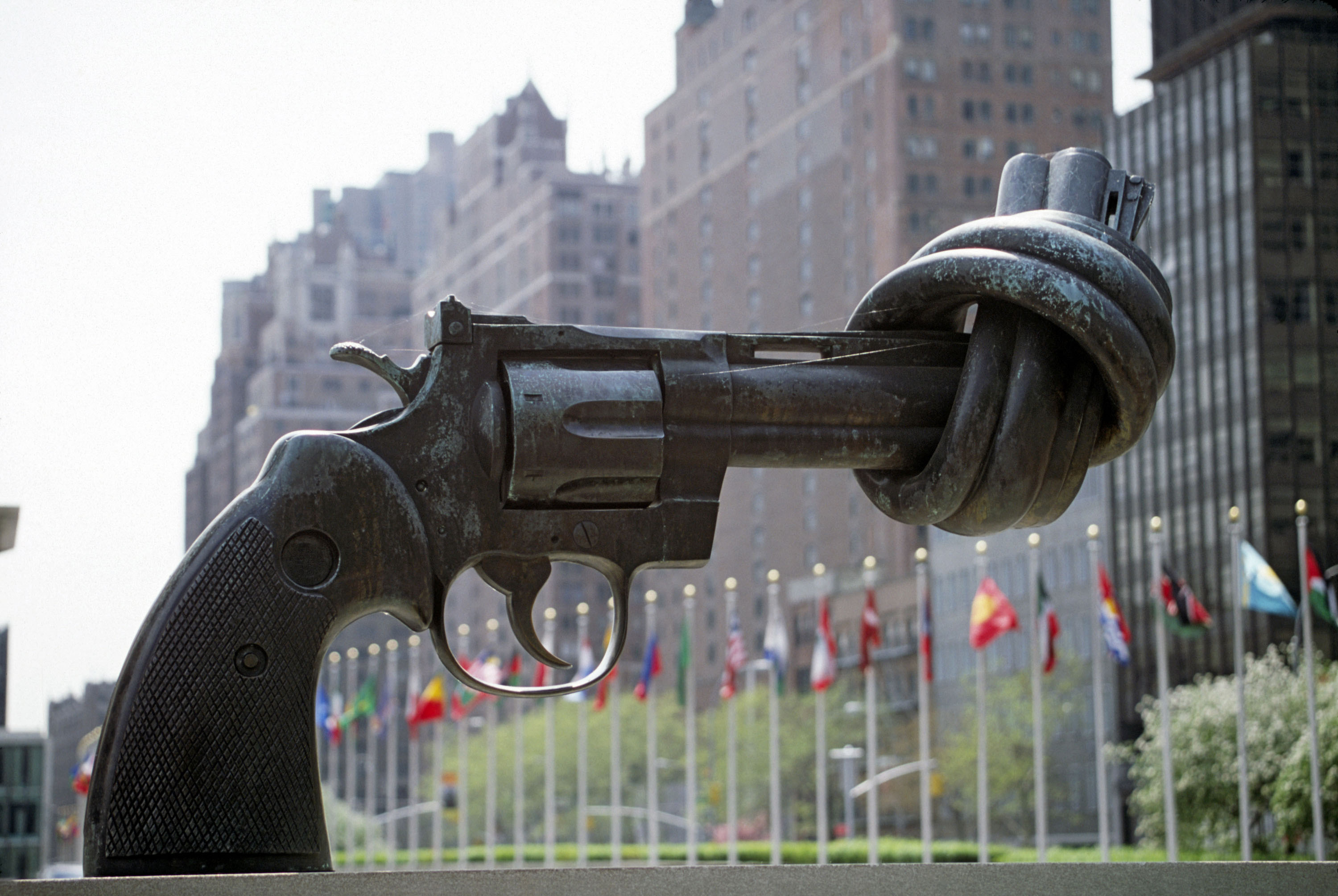 "The ""Non-Violence"" (or ""Knotted Gun"") sculpture by Swedish artist Carl Fredrik Reuterswärd. UN Photo/Pernaca Sudhakaran"
