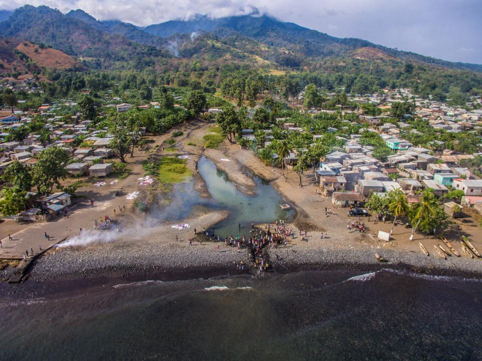Picture of Communities in São Tomé and Príncipe work together to improve the management of the Provaz River catchment and to secure the water supply in the future.