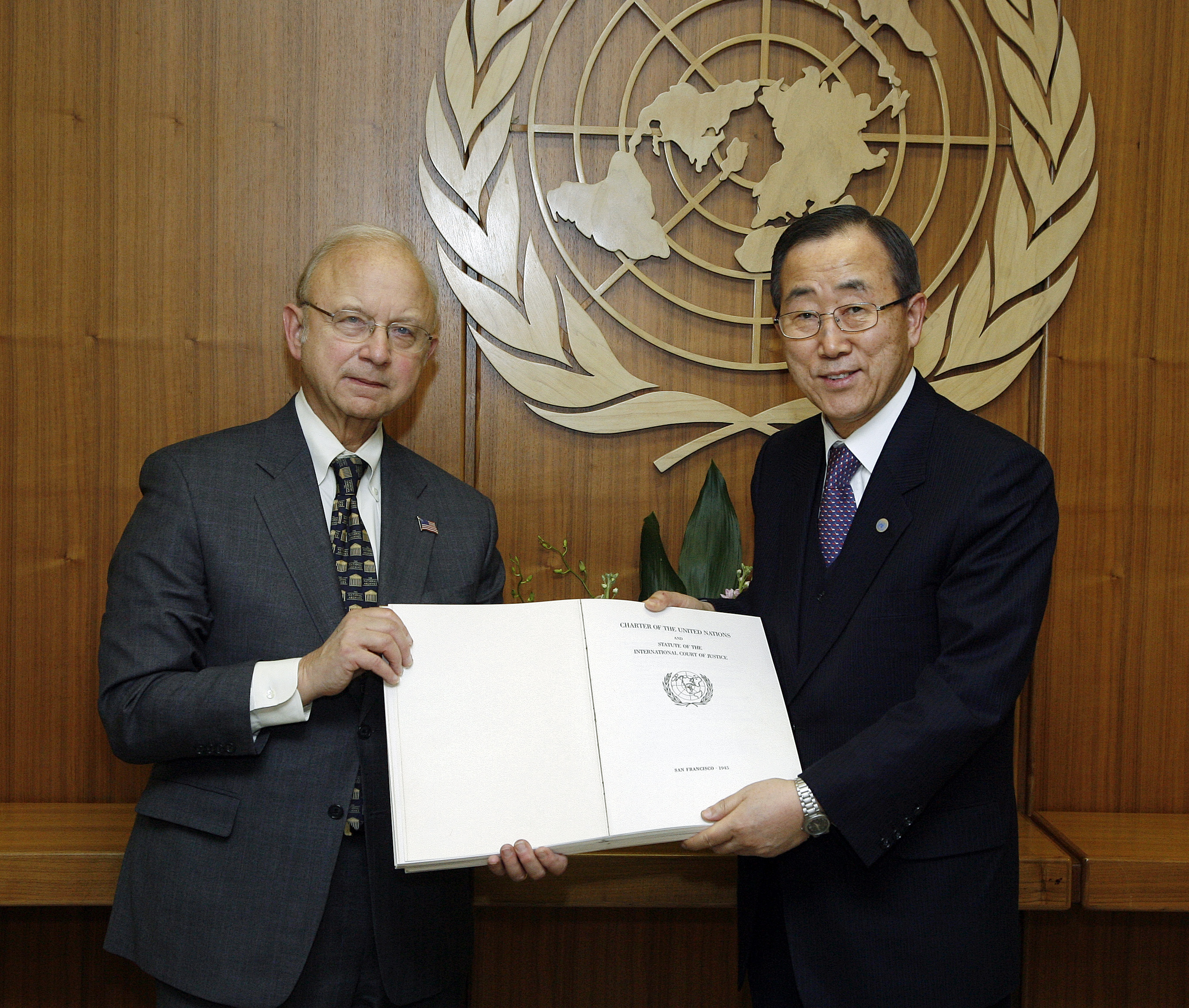 Secretary-General Ban Ki-moon (right) receives a certified copy of the original United Nations Charter from Allen Weinstein, Archivist of the United States National Archives.
