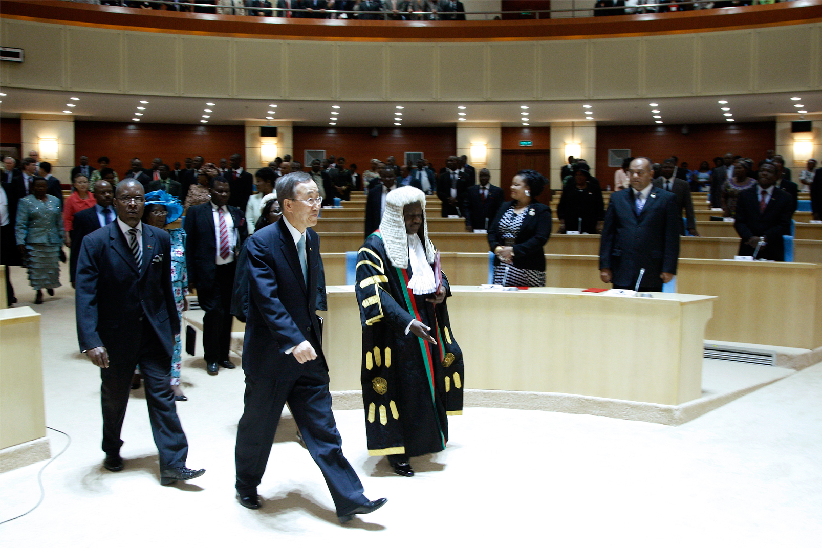Secretary-General Ban Ki-moon (centre) is guided through Malawi's new parliament building by Malawian Speaker of Parliament Henry Chimunthu Banda (right).