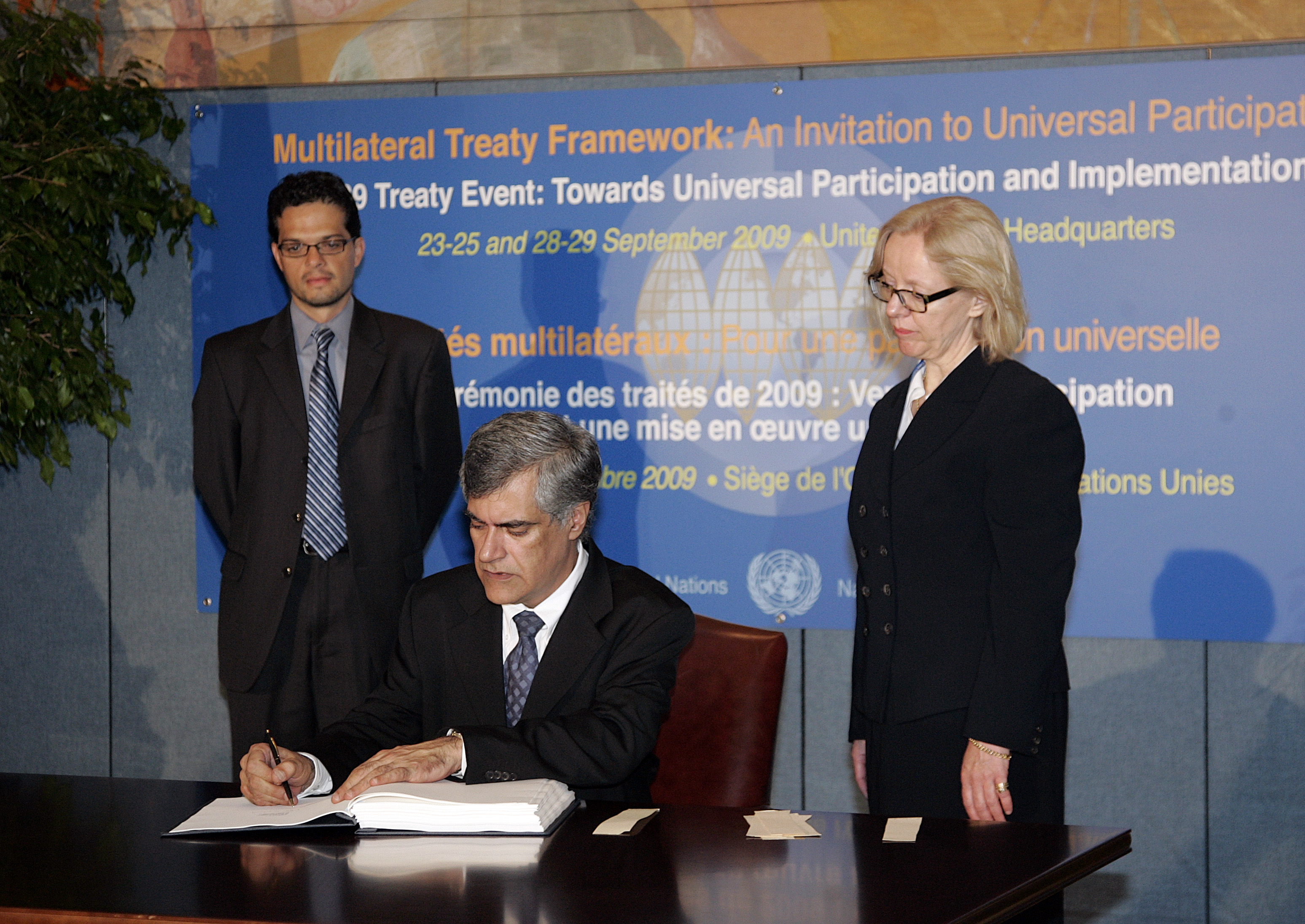 "Pedro Vaz (seated), Minister of Foreign Affairs of Uruguay, signs the treaty ""Optional Protocol to the International Convention on Economic, Social and Cultural Rights"" as part of the 2009 Treaty Event. During the event countries are invited to sign, ratify or accede to multilateral treaties. UN Photo/Devra Berkowitz"