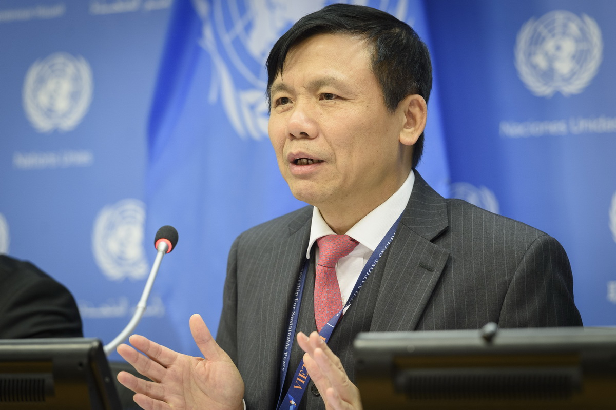 Viet Nam PR and SC President for January briefs reporters on the programme of work for the month (UN Photo/Loey Felipe)