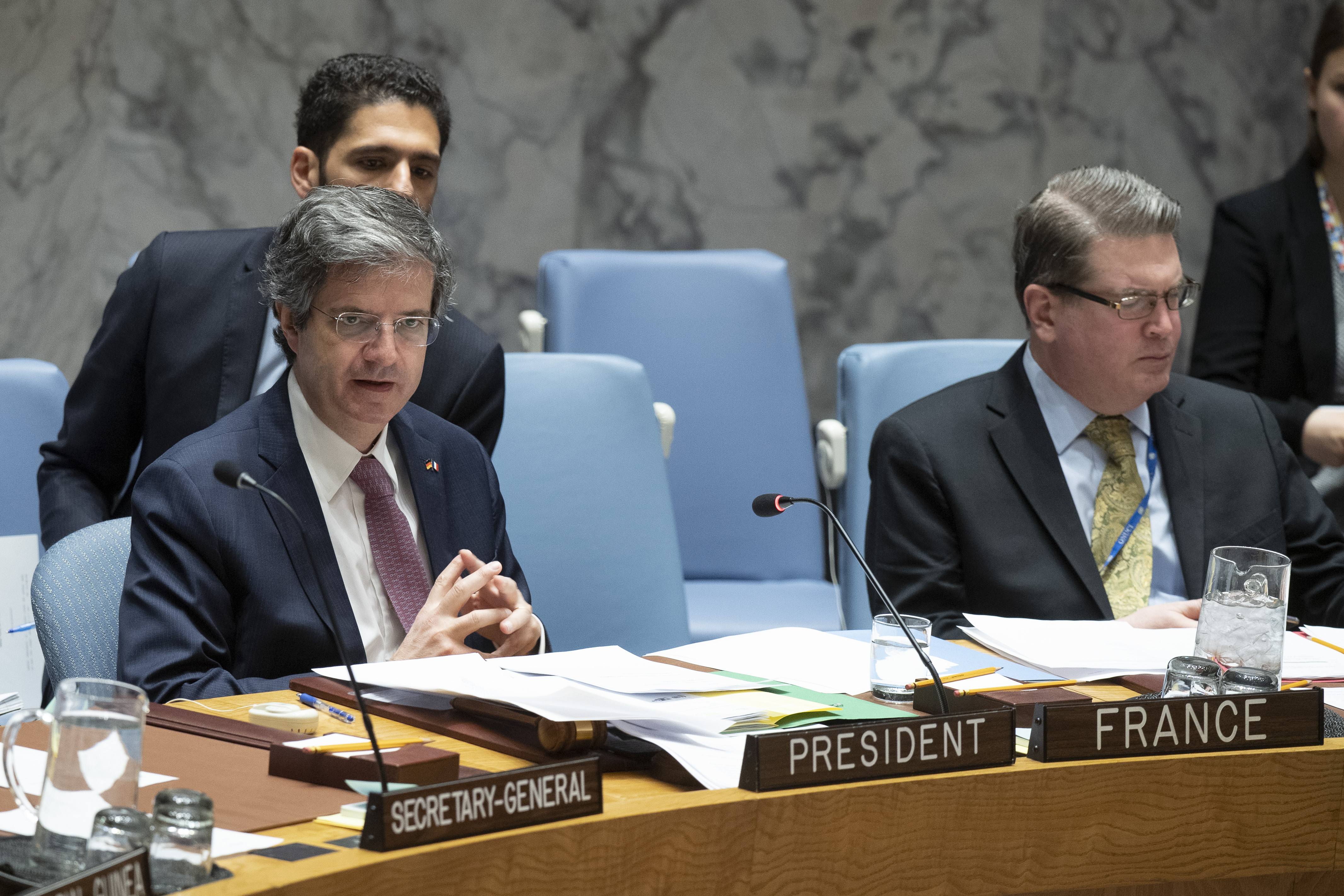 François Delattre (left) chairs the Security Council meeting on the Organization for Security and Cooperation in Europe.