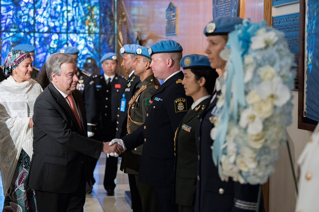 Secretary-General António Guterres attends a ceremony at UN Headquarters honouring fallen peacekeepers in observance of the International Day of United Nations Peacekeepers. UN Photo/Mark Garten
