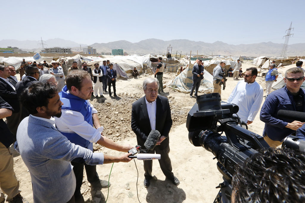 Secretary-General António Guterres speaks to reporters on the outskirts of Kabul, where he met with some of the 800,000 Afghans displaced by conflict in last 18 months. Photo UNAMA/Fardin Waezi