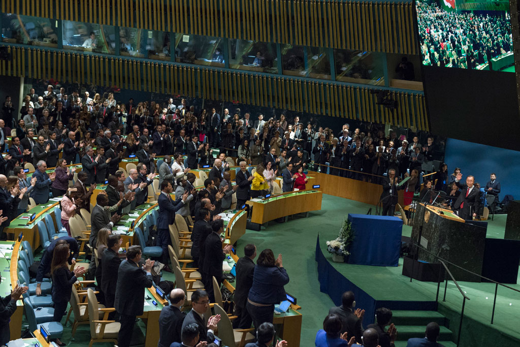 UN General Assembly gives Secretary-General Ban Ki-moon a standing ovation following the Assembly's adoption of a resolution paying tribute to his service to the United Nations. UN Photo/Eskinder Debebe