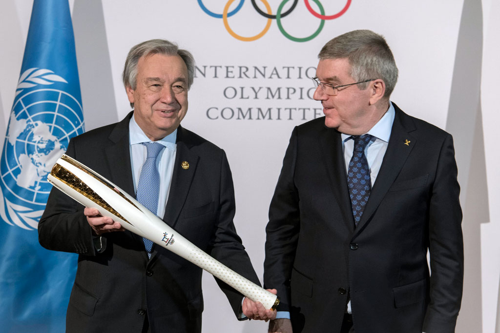 Secretary-General António Guterres (left) receives an Olympic torch from Thomas Bach, President of the IOC, at the IOC office in Pyeongchang, Republic of Korea. UN Photo/Mark Garten