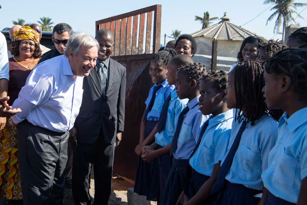 "Secretary-General António Guterres speaks with students at the ""25 de Junho"" School in Beira, Mozambique, on his visit to take stock of the recovery efforts in the areas impacted by cyclones Idai and Kenneth. UN Photo/Eskinder Debebe"
