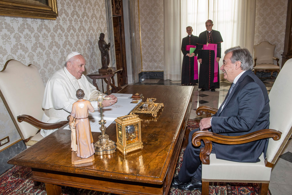 Secretary-General António Guterres (right) has an audience with Pope Francis at the Vatican in Rome. UN Photo/Rein Skullerud