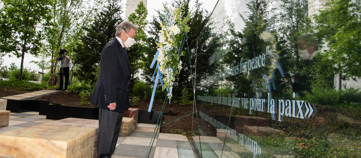 Secretary General António Guterres during a wreath-laying ceremony on the occasion of the International Day of United Nations Peacekeepers 2020. UN Photo/Eskinder Debebe