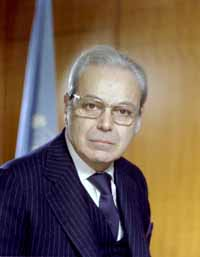 portrait of former Secretary-General Javier Perez de Cuellar