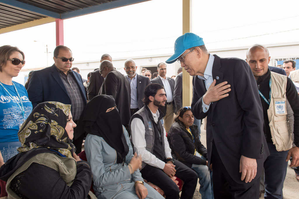 In Jordan's Zaatari camp, Secretary-General Ban Ki-moon speaks with young refugees. 27 March, 2016. UN Photo/Mark Garten