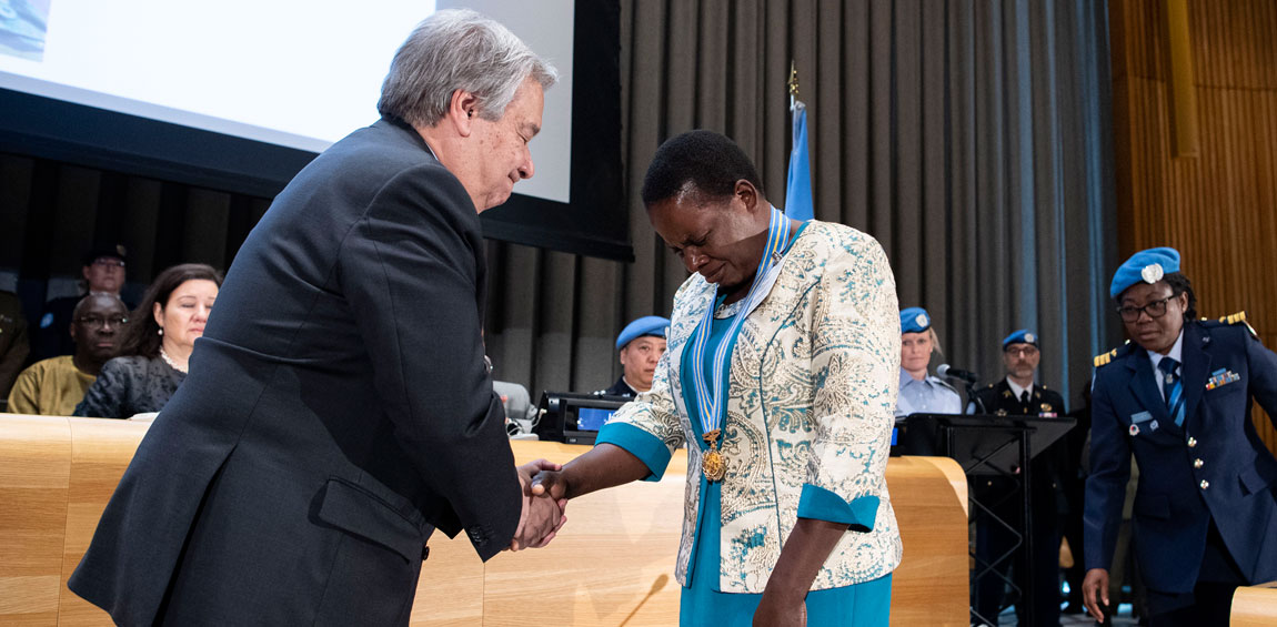 Secretary-General António Guterres (left) shares a moment of grieving with Ms. Chitete Mwenechanya, who wears around her neck the medal awarded to her late husband, Private Chancy Chitete from Malawi. UN Photo/Manuel Elias