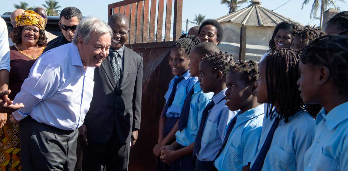 """Secretary-General António Guterres speaks with students at the """"25 de Junho"""" School in Beira, Mozambique, on his visit to take stock of the recovery efforts in the areas impacted by cyclones Idai and Kenneth.  UN Photo/Eskinder Debebe"""