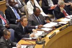 Secretary-General Ban Ki-moon (second from left) addresses the Security Council's high-level meeting on HIV/AIDS, flanked by Gérard Araud (left), Permanent Representative of France to the UN, and Ali Bongo Ondimba, President of the Gabonese Republic.