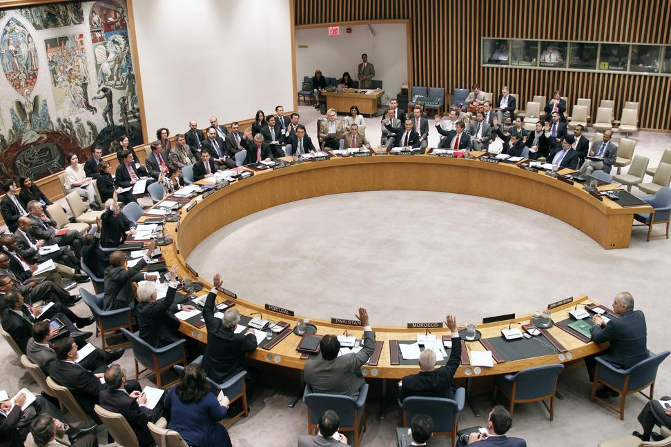 Members of the Security Council unanimously vote to adopt resolution 2042 (2012), authorizing the establishment of a UN supervision mission in Syria (UNSMIS).