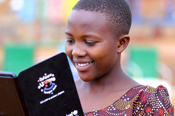 Close-up of a girl holding a tablet.