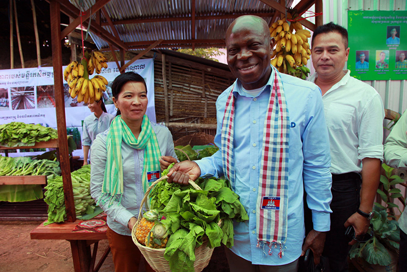 IFAD's President at market