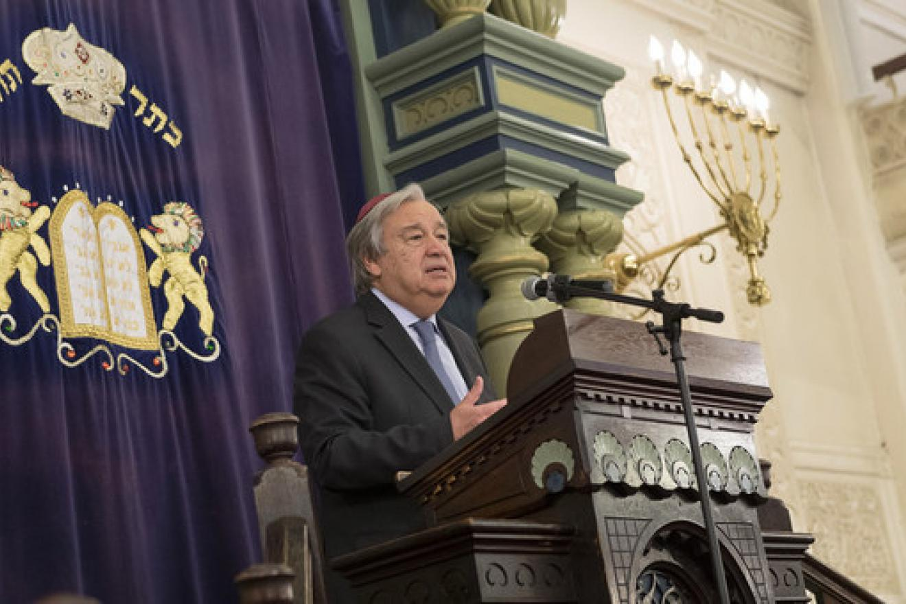 UN Secretary-General António Guterres addresses an interfaith gathering at Park East Synagogue in New York City (31 October 2018)