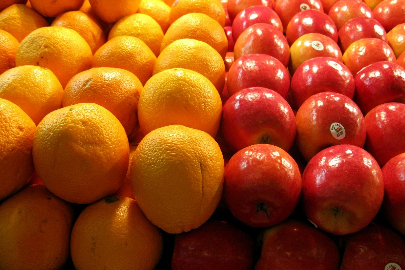 apples and oranges in a fruit market