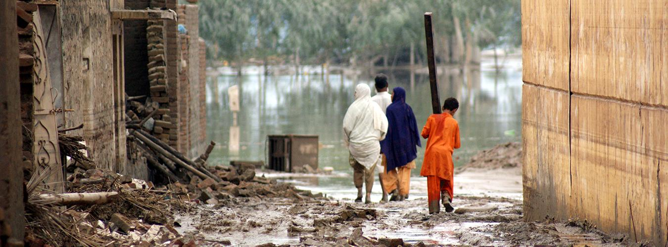 Pakistan copes with severe floods (August 2010). Nowshera, Pakistan