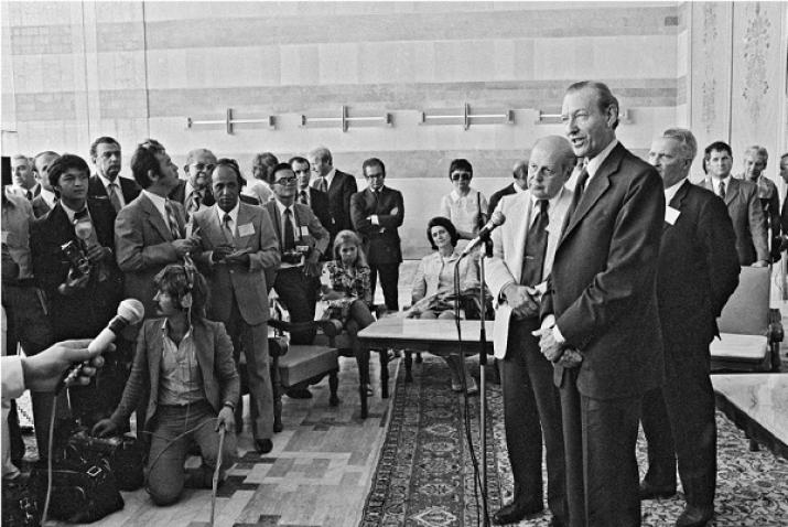 Kurt Waldheim holds a press conference in the VIP room at Otopeni airport.