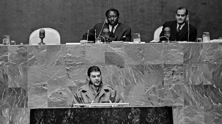 Black and white photo of actor speaking behind podium in the General Assembly.