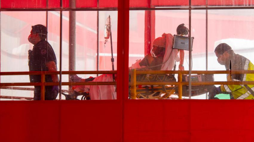 Hospital staff bring in a new patient during the COVID-19 outbreak (Photo: UN Photo/Evan Schneider)