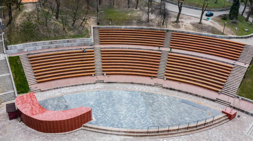 A vacant amphitheatre near the Peoples' Friendship Arch in Kyiv, Ukraine is normally a popular spot for students. Under COVID-19, students face increased socio-economic pressures including isolation and food insecurity. United Nations photo: Volodymyr Shu