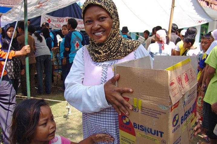 Displaced victims of the West Java tsunami in Indonesia collect World Food Programme (WFP) food aid