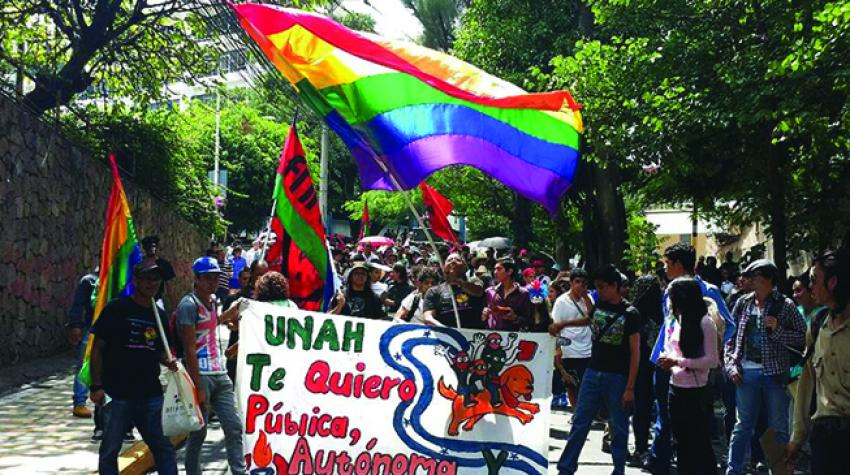 A student protest demanding increased dialogue indecision-making processes at the National AutonomousUniversity of Honduras, 2016.© CLADE Archives