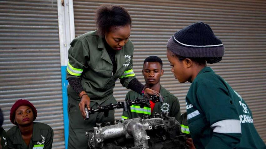 Students training on engine maintenance, Zambia. Photo credit: Learning and Knowledge Development Facility (LKDF)/UNIDO