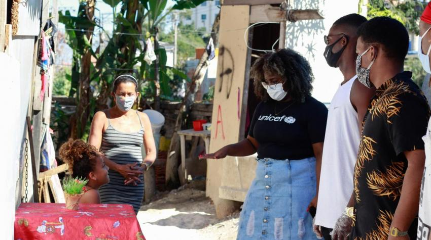 Youths visit residents in the Palmeirinha favela, a disadvantaged neighborhood in the northern zone of Rio de Janeiro, during the COVID-19 pandemic. United Nations photo: UNICEF/BRZ/Gabriel Oliveira