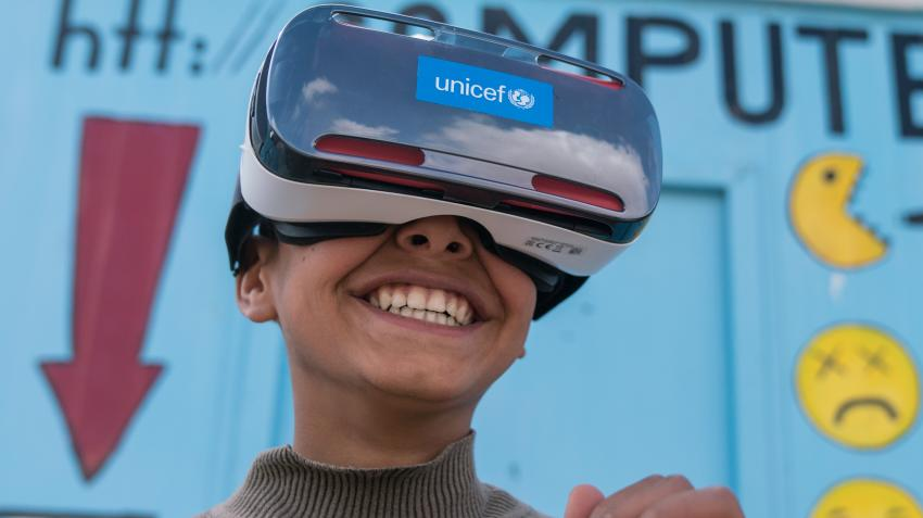 Mansoor, 12, watches the virtual reality documentary 'Clouds over Sidra' outside a UNICEF-supported Makani centre in the Za'atari camp for Syrian refugees, near the Syrian border in Mafraq Governorate, Jordan. © UNICEF/Herwig