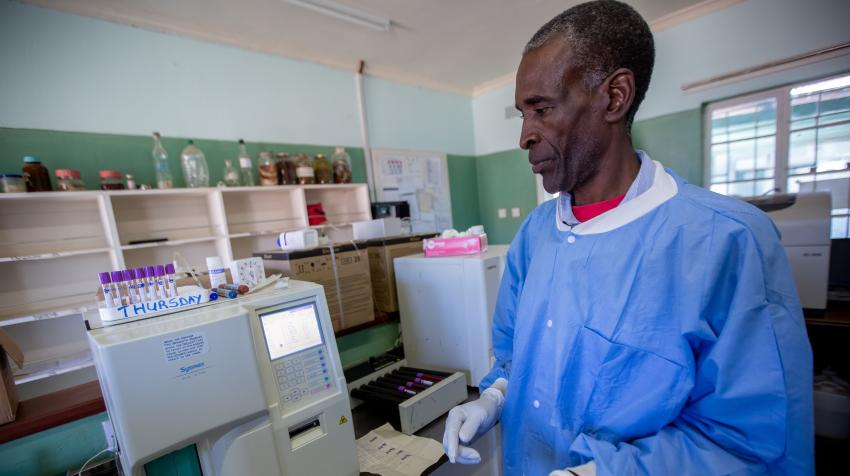Following the installation of solar panels, medical laboratory scientists at the Nkayi District Hospital are able to work without the interruption of power cuts. UNDP/Slingshot