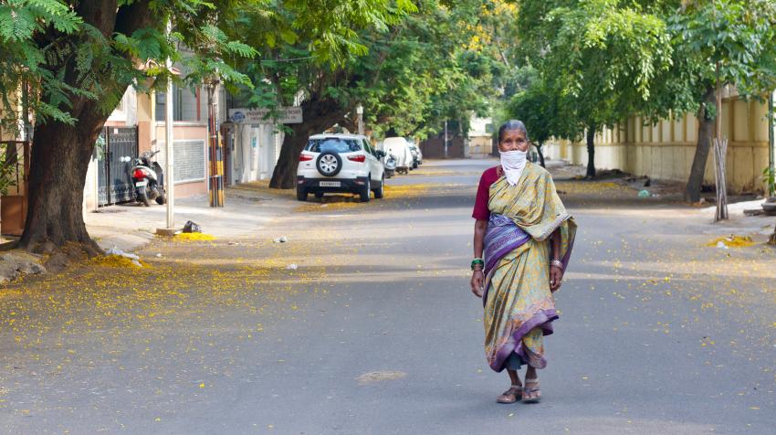 A woman walks down an empty Temple Street in Bangalore, India.18 April 2020.  Kandukuru Nagarjun (CC BY 2.0)