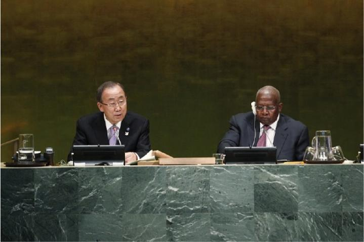 Ban Ki-moon on the podium with Sam Kahamba Kutesa (President of the General Assembly) by his side.