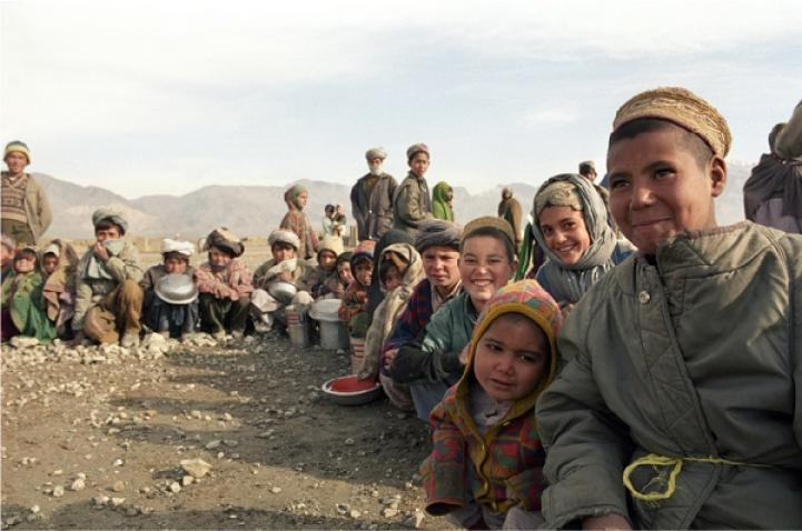 Group photo of displaced people in Afghanistan.