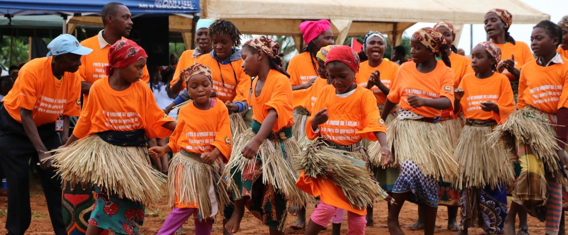 In Chongoene district in southern Mozambique, a local cultural group composed of three generations performs dances celebrating the launch of the Global 16 Days of Activism Campaign. 26 Nov 2019. UN-Women/Leovigildo Nhampule.