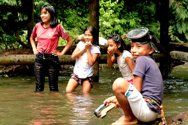 Children play in the river.