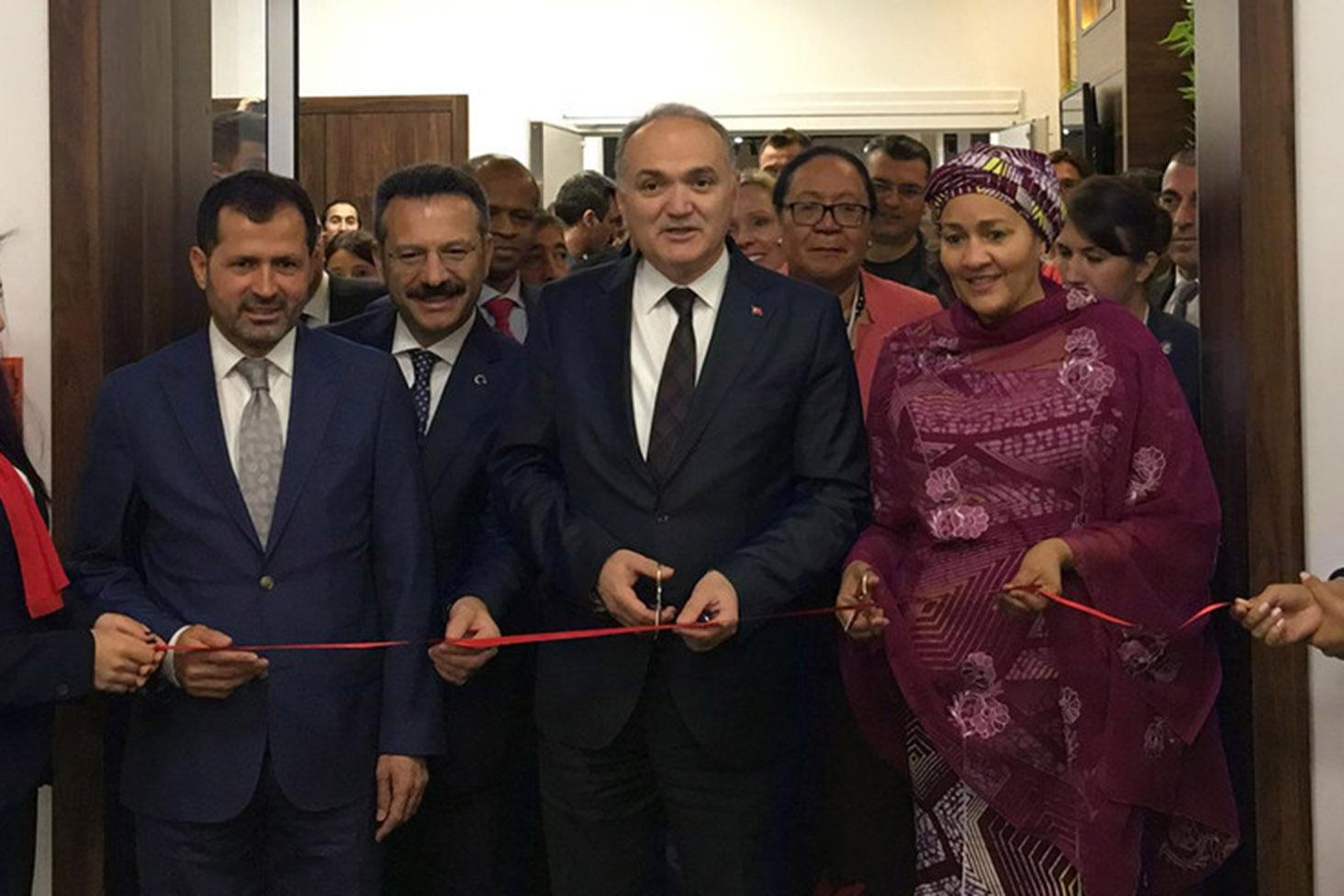 The UN Deputy Secretary-General, Amina Mohammed (right) and Faruk Özlü (centre), Minister of Science, Industry and Technology of Turkey inaugurate the Technology Bank.