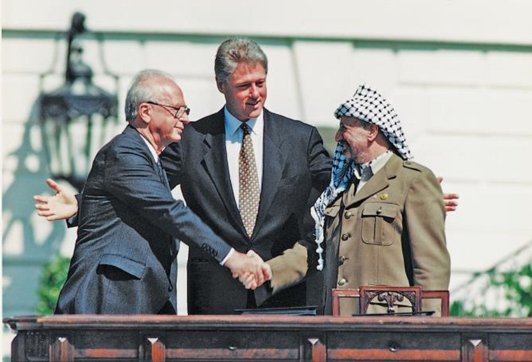 Signing-of-the-Oslo-accords-13-Sep-1993_UN-photo-Resize