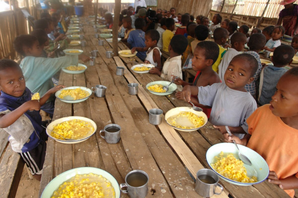 WFP provides daily meals to 219,000 pupils, cooks and teachers in primary schools under the School Meals programme in Madagascar. Photo: WFP/Volana Rarivoson