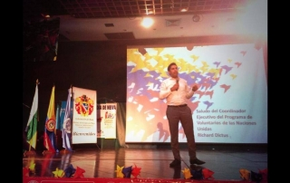 Ahmad Alhendawi addressing youth in Colombia