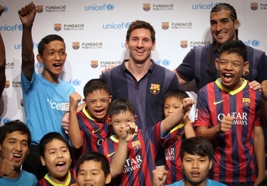 In Thailand Fc Barcelona Stars Leo Messi And Jose Manuel Pinto Champion The Rights Of Children With Disabilities Office Of The Secretary General S Envoy On Youth
